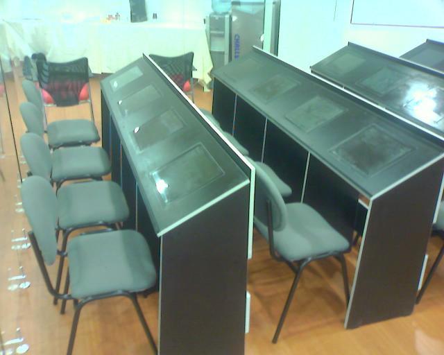 Muebles para cafe internet, descargar o ver fotos