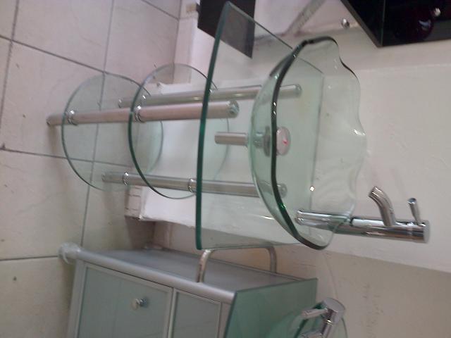 Im genes de los mejores muebles para ba o en vidrio for Lavamanos de cristal